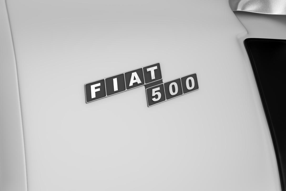 Фиат 500. Значок